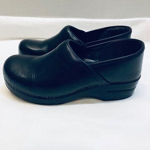 Black Leather Danskos • 40